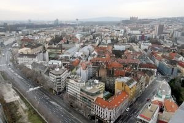 Reštituované byty sú najmä v Starom Meste. Mesto postaví náhradné byty pre ich obyvateľov v Petržalke.