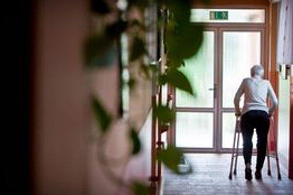 Domovy vyberajú od klientov aj poplatok za spoločné priestory.