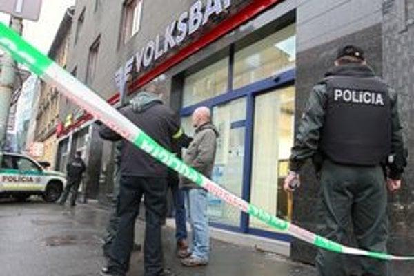 Polícia v minulom roku riešila 19 prepadnutí bánk, 8 lúpeží v záložniach, 6 vstávkových kanceláriách, 4 v herniach, jednu na pošte a jednu na čerpacej stanici.
