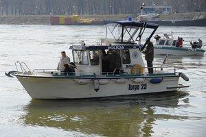 Dva člny poskytla polícia zadarmo.