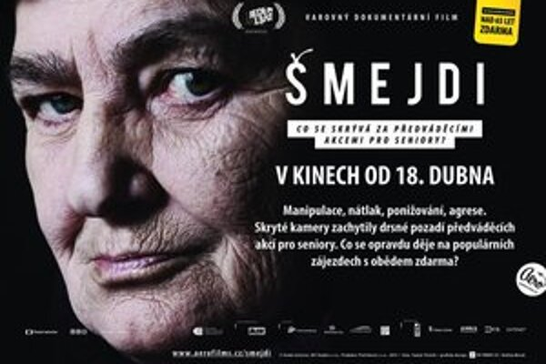 Vo filme Šmejdi skryté kamery zachytily pozadie predvádzacích akcií pre seniorov. Rača svojim dôchodcov premietne film v rámci osvety.