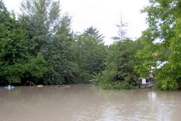 Povodne sú rajom pre komáre.