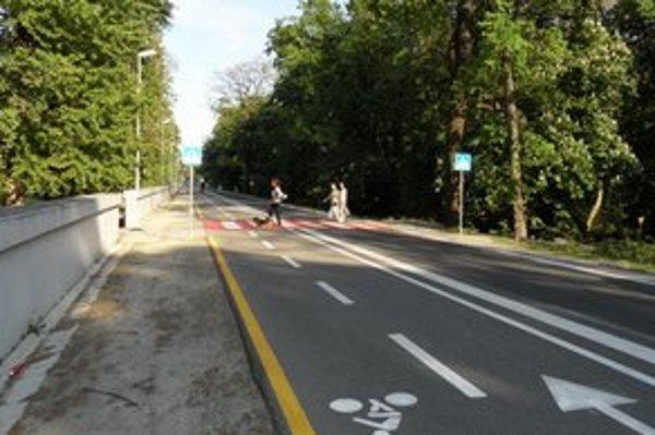 Po Viedenskej ceste už môžu jazdiť autá, nábrežie je stále uzavreté.