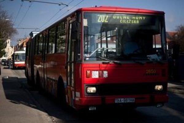 Dopravný podnik nasadil na linku 202 autobusy.