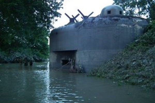 Bunker zatopilo do dvoch tretín.