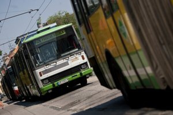Plánovanú životnosť doteraz prekročila asi tretina autobusov a viac ako dve tretiny električiek a trolejbusov.