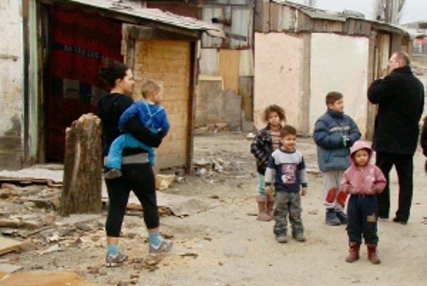 Pezinskí poslanci si urobili výjazd do miestnej rómskej osady.