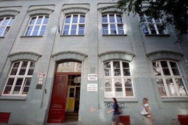 Nový školský rok už na Jesenského neotvoria.