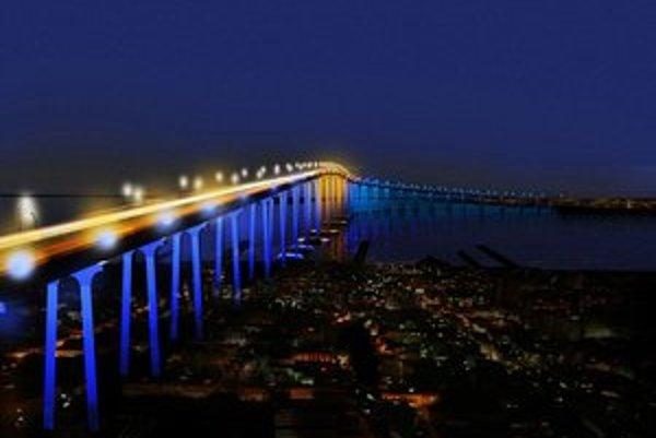 Ateliér Igora Marka navrhol svetelnú úpravu mosta Coronado Bridge v Kalifornii. Vyhral tým v medzinárodnej súťaži. Most sa má zmeniť do roku 2014.