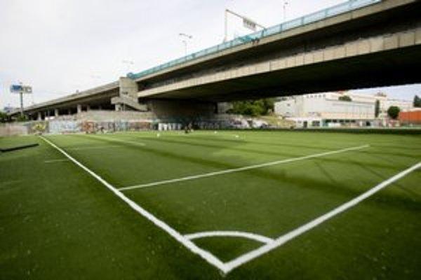 Pôvodné ihrisko muselo ustúpiť mostu, to nové bude pod ním.