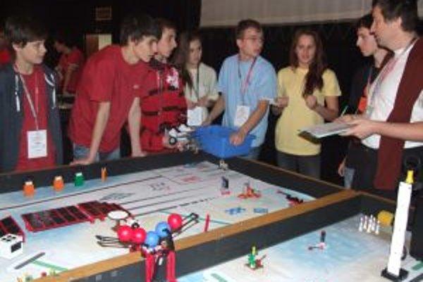 Súťaž Lego League. V kvalifikačnom kole krajín V4 plus Bulharsko bojovalo o postup do medzinárodného kola pre celú strednú Európu 18 tímov.