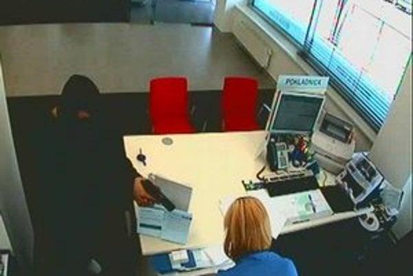 Prepad v banke v Karlovej Vsi.