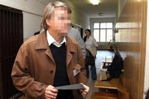 Škultéty od začiatku tvrdí, že je nevinný a proces označil za komplot. Už od roku 2009 opäť súdi.