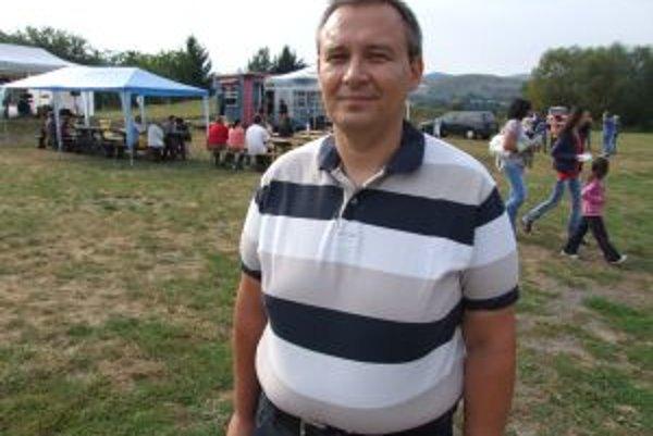 Ján Báhidský. Poslanec, zároveň aj predseda Občianskeho parlamentu.
