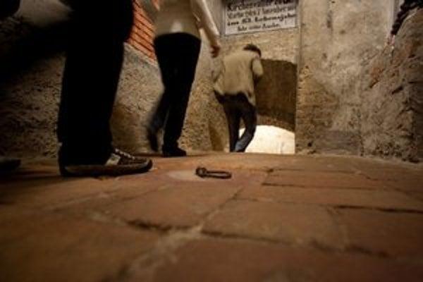 Krypty v podzemí katedrály. Prístupné nie sú všetky.