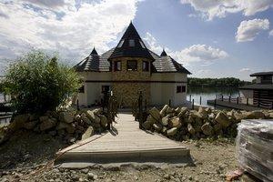 Celkovo je v Jarovskom ramene 136 hausbótov.