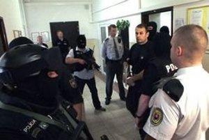 Jegorova obžalovali z viacerých vrážd, zatiaľ mu však dokázali len vývoz kradnutých áut. On obvinenia odmieta, podľa neho ho tak len chcú udržať vo väzbe.