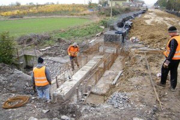 Rekonštrukcia cesty má skončiť koncom novembra.