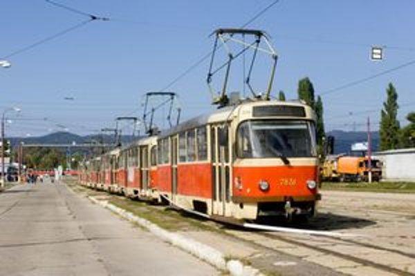 Priemerný vek bratislavských električiek je 19 až 20 rokov. Trolejbusy majú v priemere 16 – 17 rokov, autobusy šesť rokov.