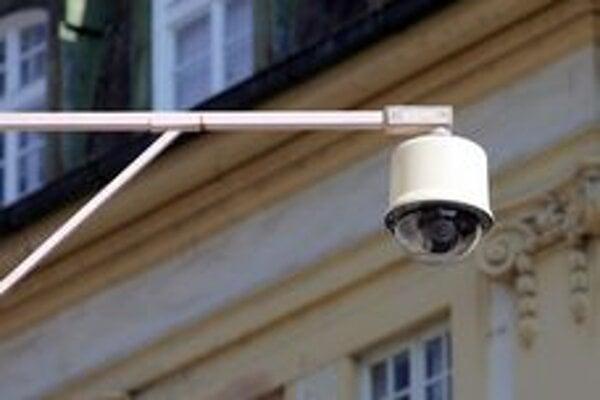 Kamery odhalia hlavne výtržníkov.