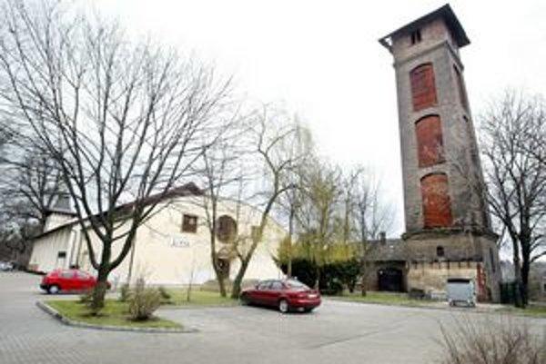Divadlo Aréna na petržalskej strane Dunaja trpí vylúčením MHD zo Starého mosta.