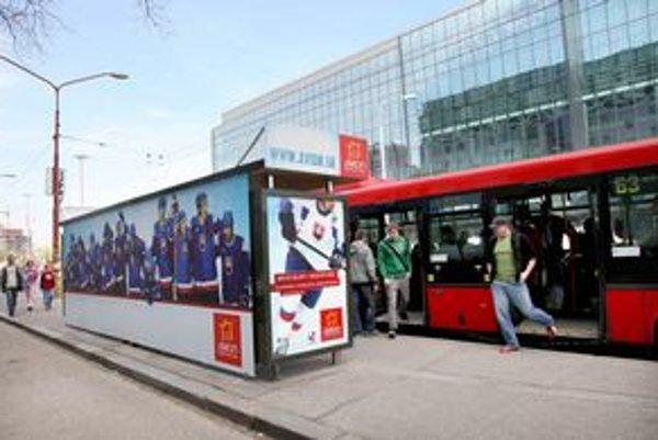 Zastávka Zimný štadión sa volá Orange Arena Bus.