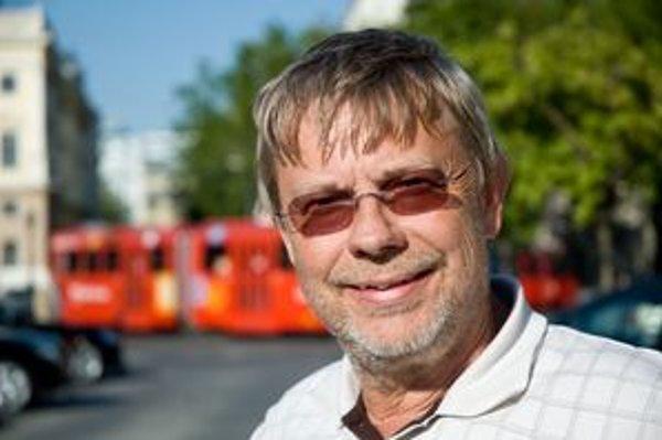 V Bratislave pracoval architekt Vladimír Šimko pred pádom komunizmu na projekte rýchlodráhy, teraz projektuje stanice metra vo Viedni.