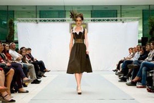 Hana Blažejová navrhla oblečenie pre ženy - poľovníčky.