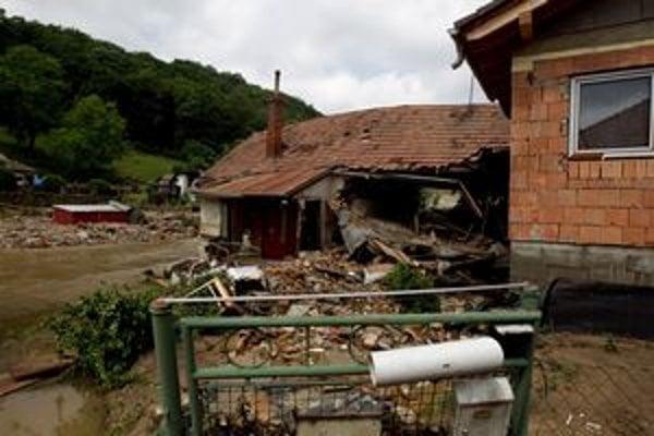 Škody po povodni sú obrovské.