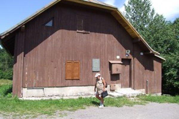 Chata Vojšín. Kedysi obľúbený objekt turistov v súčasnosti chátra.