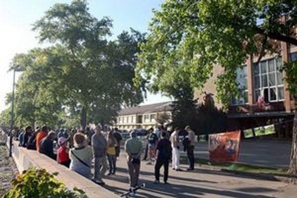 Bratislavčania sa v apríli 2009 vzbúrili proti búraniu PKO