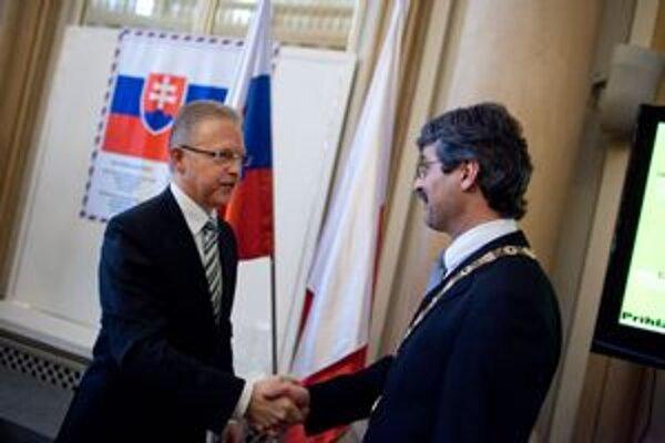 Ďurkovský vládol v Bratislave osem rokov, vymenil ho prvý ľavicový primátor mesta Ftáčnik.