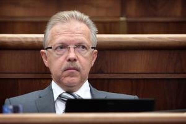 Andrej Ďurkovský sedí už v parlamente.