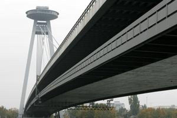 Most SNP dostavali v roku 1972. Jeho názov na Nový most zmenili mestskí poslanci v roku 1993.