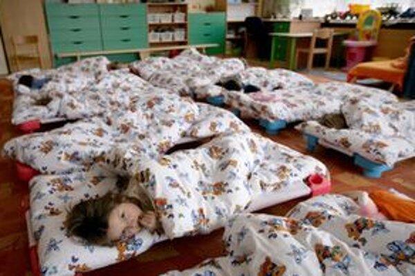 V Petržalke bude v nadchádzajúcom školskom roku navštevovať materské školy 2 221 detí.