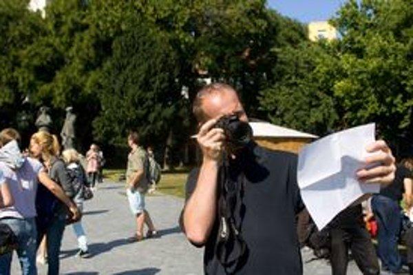 Prvá úloha fotomaratónu - odfotiť si svoje registračné číslo.
