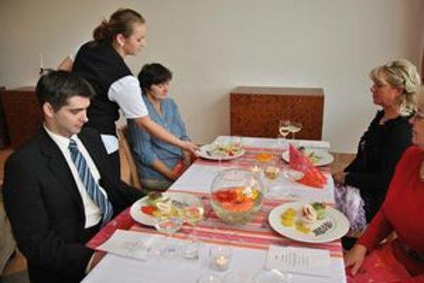 Prví študenti sa predviedli na dnešnom slávnostnom otvorení.