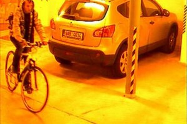 Zlodej ukradol bicykel skoro ráno 4. októbra.