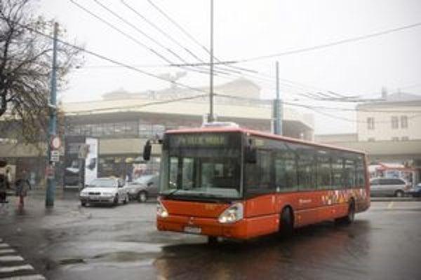 Na Hlavnú stanicu od 2. novembra budú jazdiť už len trolejbusy a autobusy.