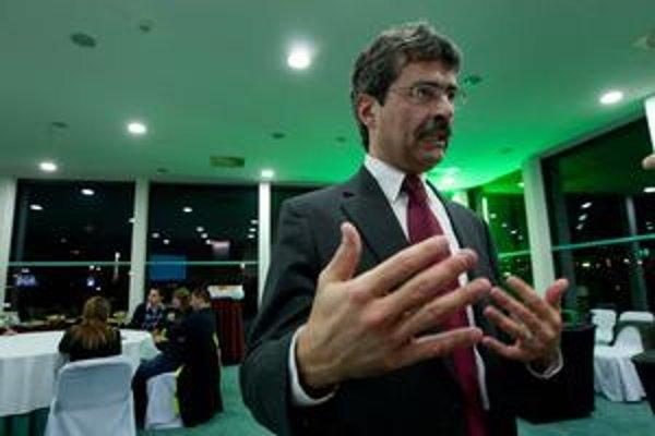 Milan Ftáčnik má rok od víťazných volieb. Na snímke počas volebnej noci.