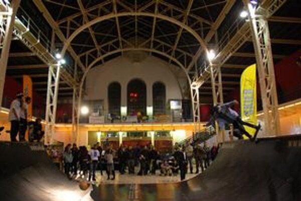Sobotňajšia súťaž v extrémnych športoch prilákala do Starej tržnice mnohých divákov.
