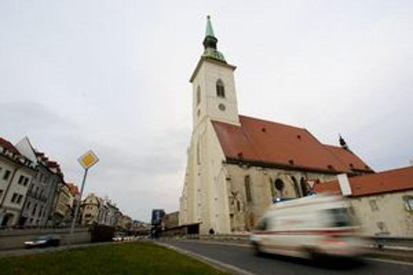 Katedrála sv. Martina má novú farbu, je svetlejšia.