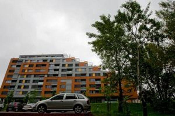 V Karlovej Vsi už stoja dva domy - Karloveské rameno. Pribudnúť má ďalší.