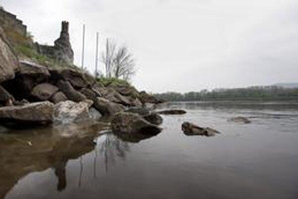 Morava zatiaľ problémy nerobí, stúpli hladiny vôd na predhorí Malých Karpát, napríklad Šúrsky kanál.