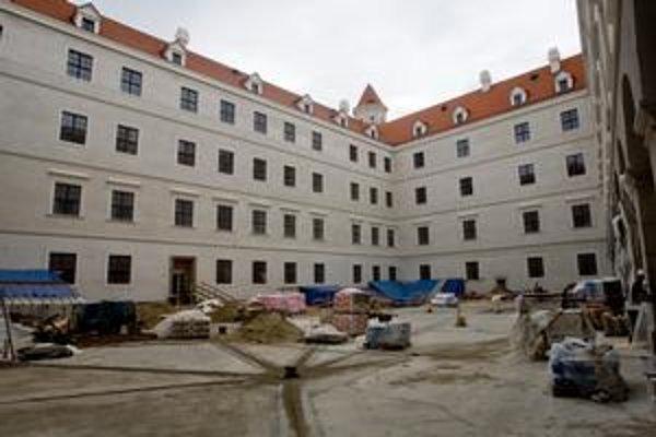 Vnútorné nádvorie hradného paláca už bude čoskoro prístupné.