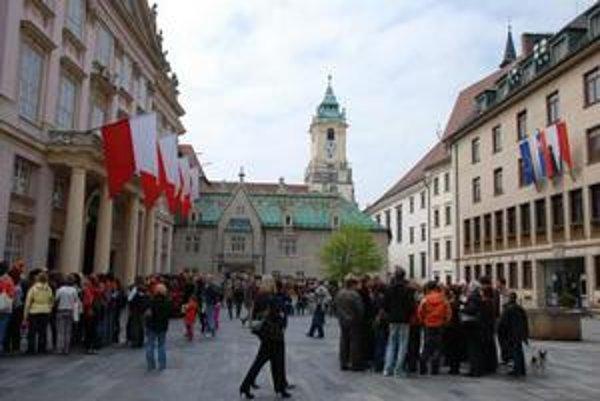 Deň otvorených dverí samosprávy organizuje mesto už po siedmy raz vždy okolo 24. apríla, ktorý bol podľa listiny kráľa Ondreja III. o potvrdení mestských privilégií určený na voľbu richtára.