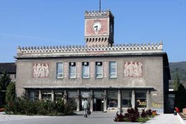 Budovu internátu Mladá garda na Račianskej ulici postavili v roku 1954 podľa projektu známeho slovenského architekta Emila Belluša.