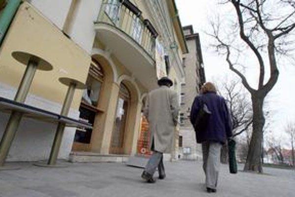 Kino Mladosť na Hviezdoslavovom námestí je posledným na území Starého Mesta. Kiná Tatra a Hviezda zanikli už dávnejšie. Proti možnému zániku Mladosti boli pred troma rokmi veľké protesty.