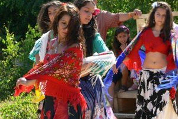 Rómovia a nerómovia sa v Šobove podelili o svoju kultúru.