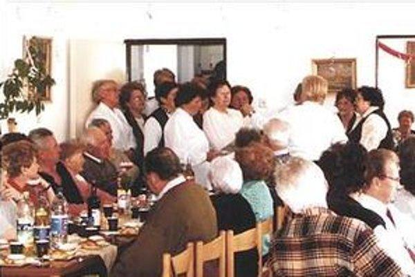 V dočasných priestoroch nemôže Klub dôchodcov v Pezinku usporadúvať veľké akcie pre všetkých členov.